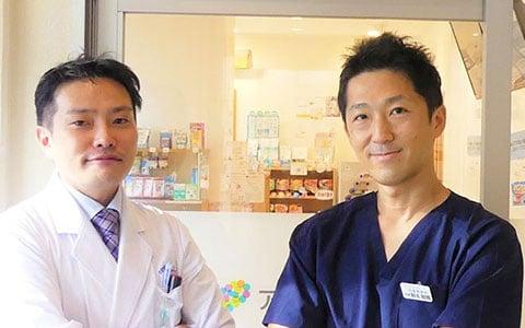 右から)せんかわ耳鼻咽喉科 院長 野本剛輝先生、アイセイ薬局 千川店店長 土切正紘
